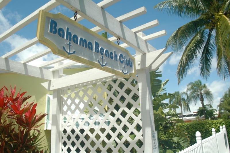 01-BahamaSign2